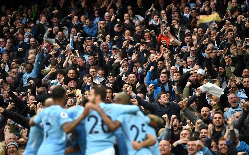 I giocatori del Manchester City pagano la trasferta ai tifosi per la finale di FA Cup