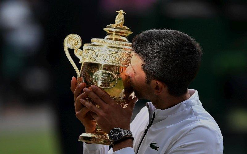 5 ore di battaglia, ma Federer si piega a Djokovic: è lui il re di Wimbledon
