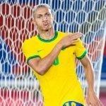 Richarlison che gioca la Finale Olimpiadi 2021 Brasile Spagna